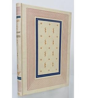 ALAIN.  En lisant Dickens. Edition originale. Cartonnage NRF, relié d'après la maquette de Paul Bonet.