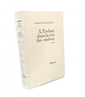 BOURNIQUEL (Camille). L'Enfant dans la cité des ombres. Roman. Edition originale.